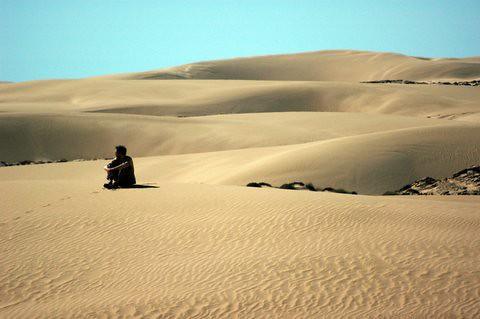 isolation nowehere can hear you scream in the desert hendrik