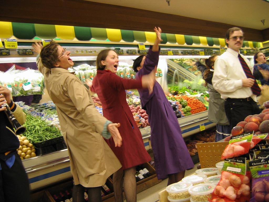 15th Ave Qfc Jason Webley Grocery Invasion Seattle Wa Flickr