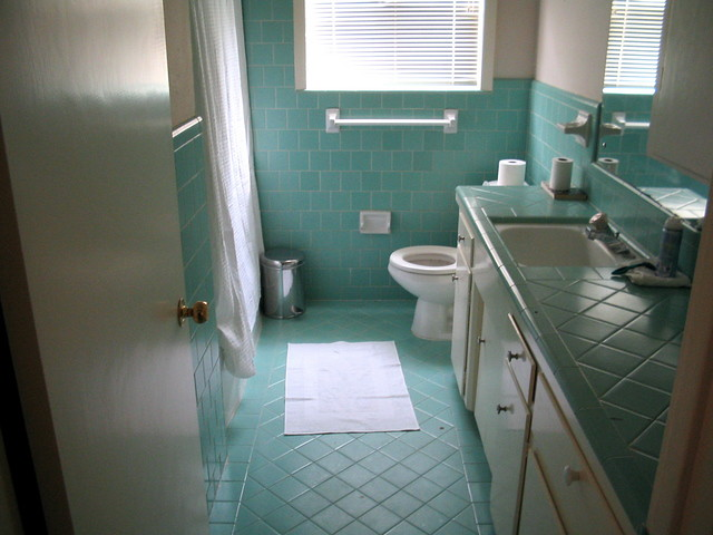 Blue bathroom our awesome aqua blue bathroom see our for Bathroom seen photos