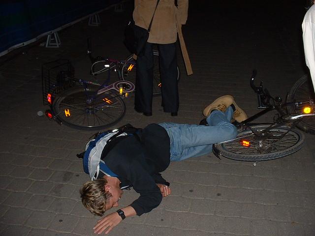 Besoffen Versuchen Fahrrad Zu Fahren Nd Liegt Leicht Besof Flickr