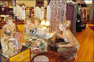 Free people store in the king of prussia mall hinda for Free people store decor