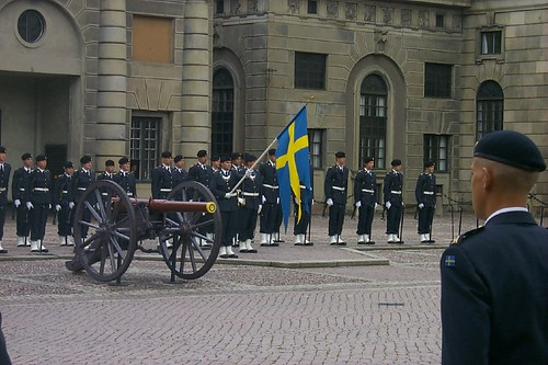 swedish flag and guardsmen | by cacophonyx