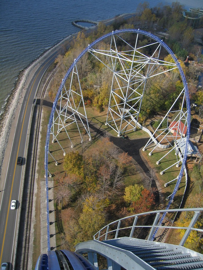 Millennium Force | 30th ride, umpteenth try for this shot ...