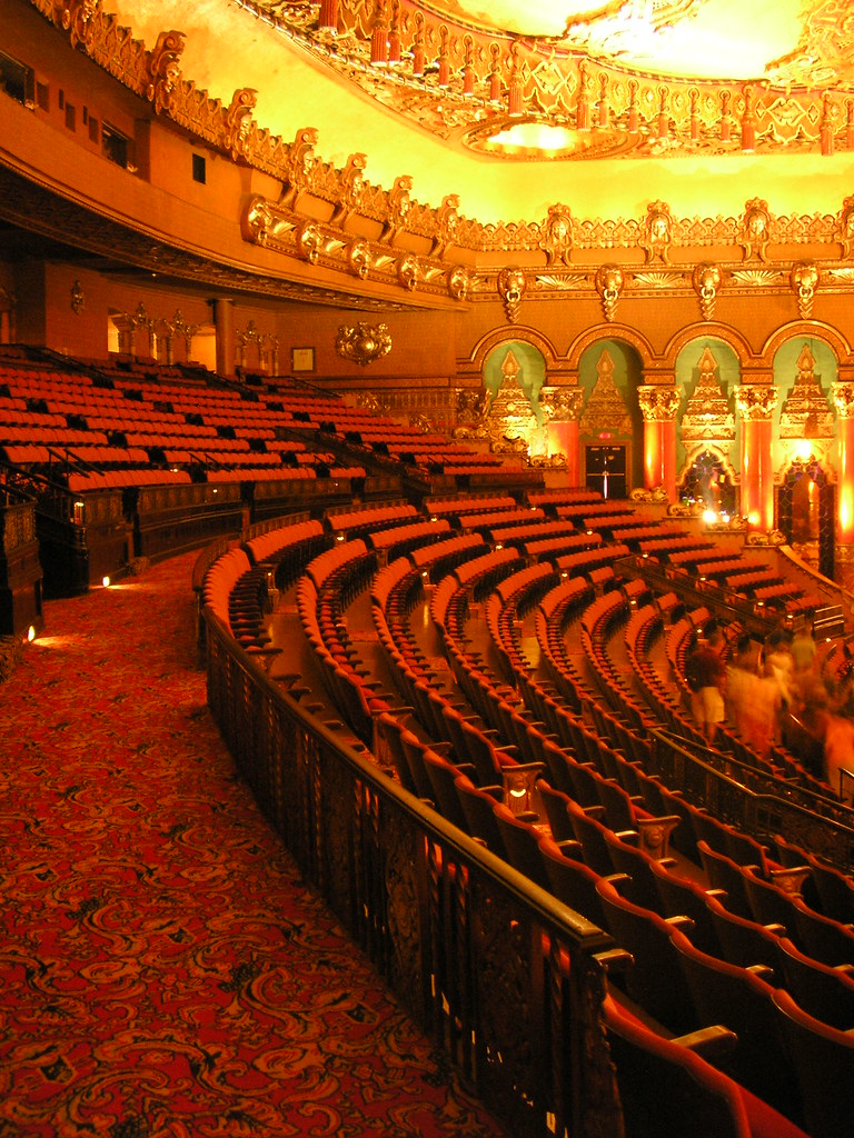 Balcony seating the lovely fox theater detroit mich for Balcony seating