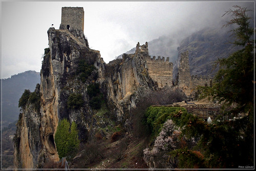 Castillo y niebla | by Paco80