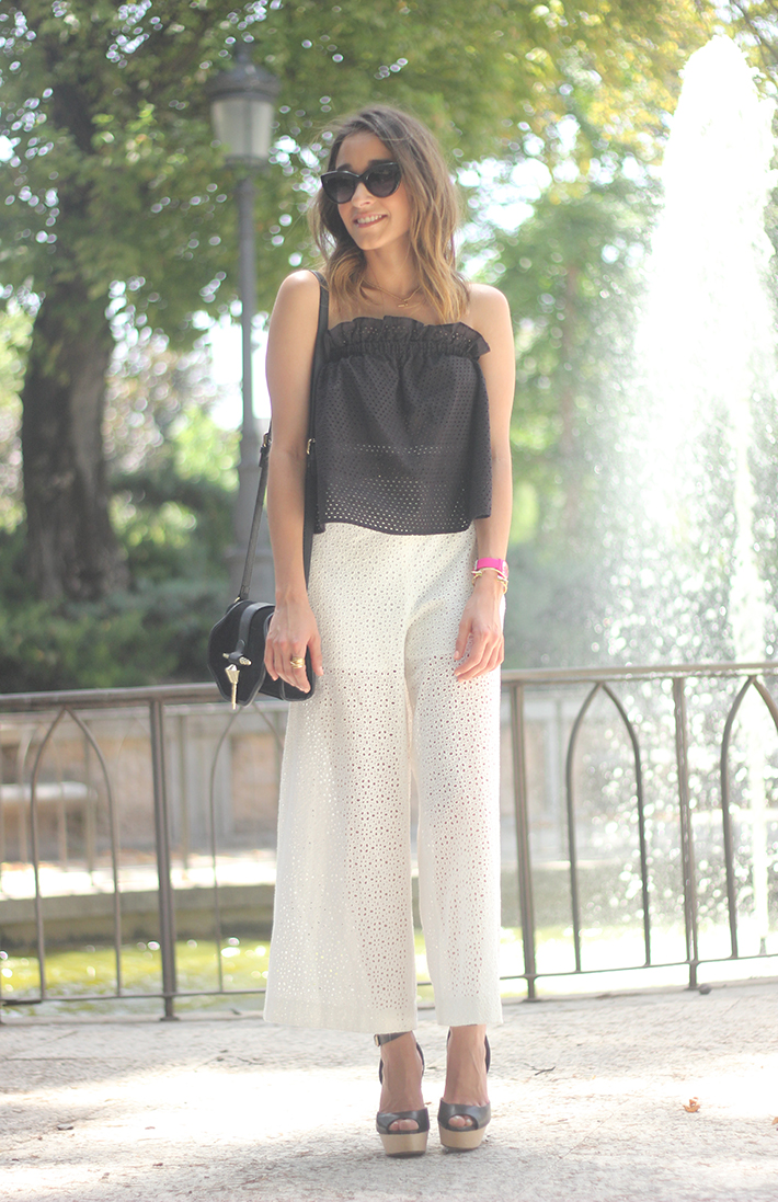 White Palazzo Pants With Black Top Summer Outfit06