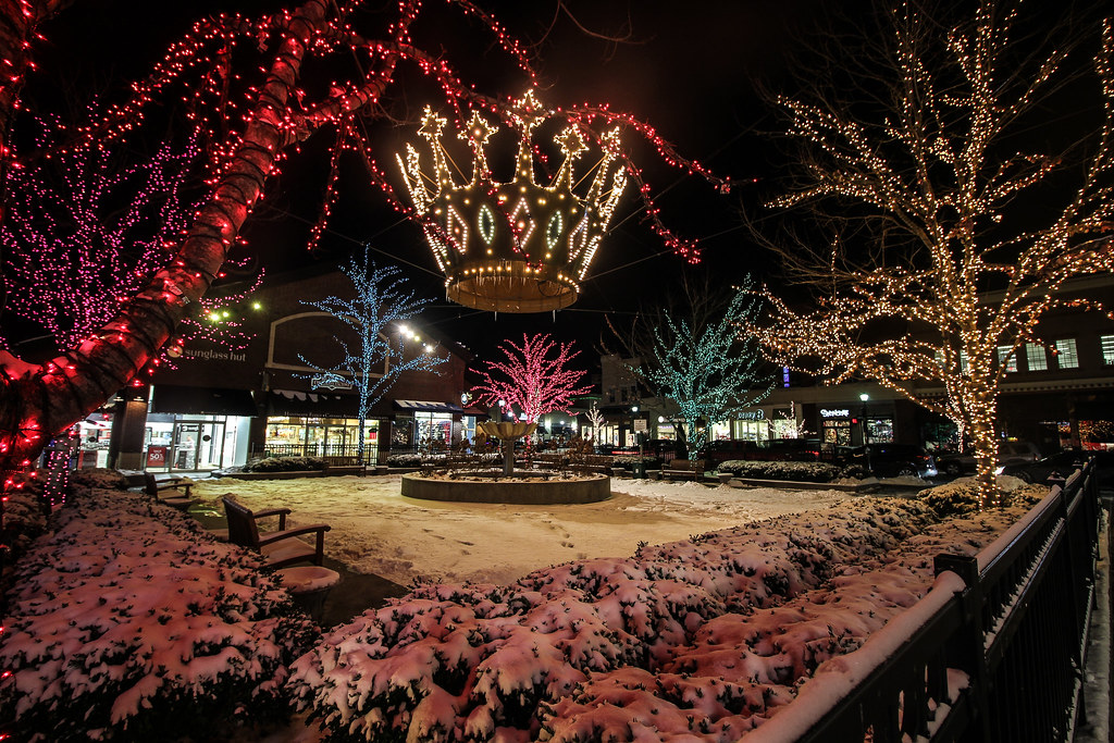 Christmas in KC | Outdoor Shopping Area in KC. Zona Rosa Mik… | Mike ...