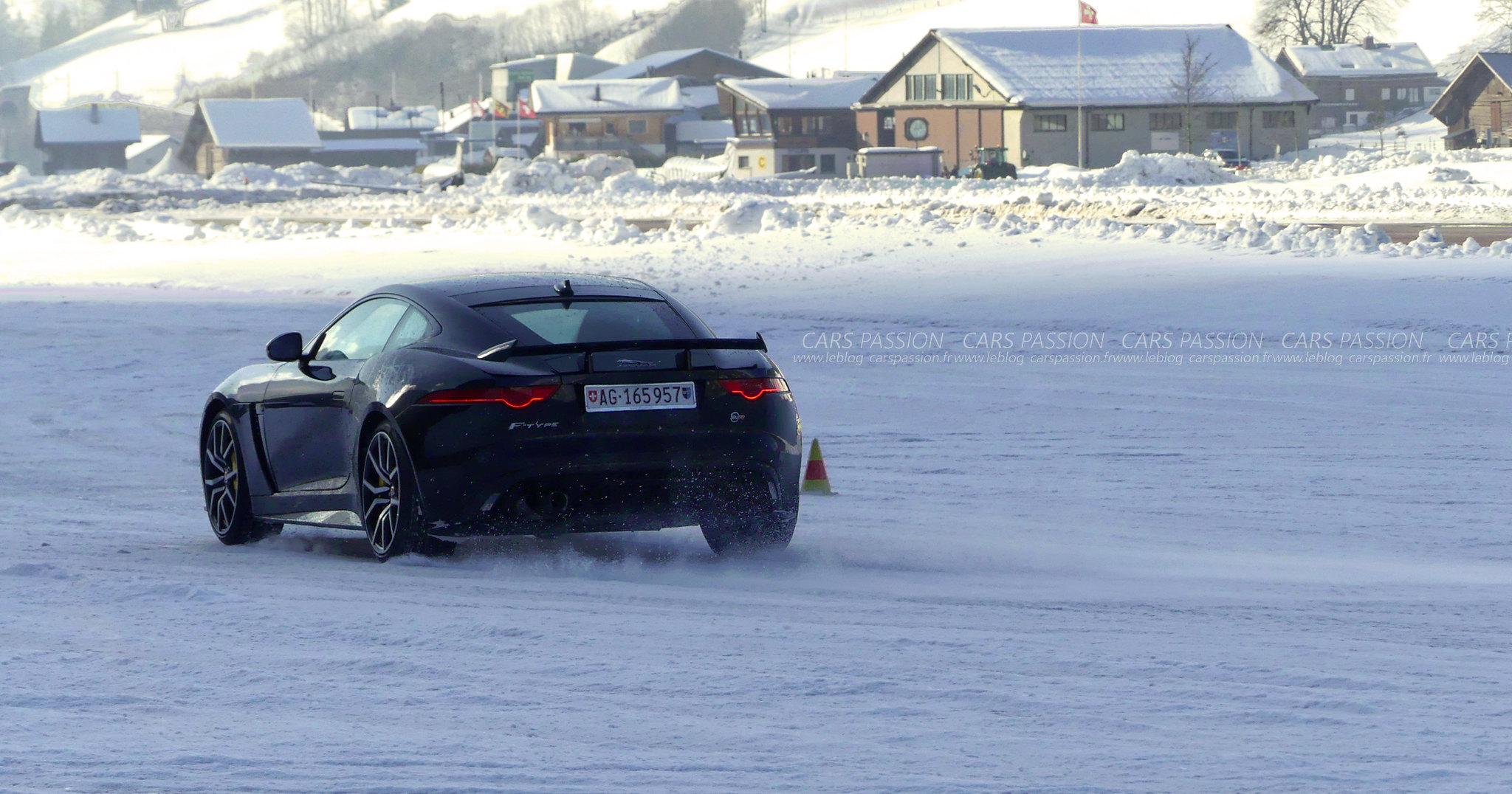 jaguar-land-rover-ice-drivng-esperience-gstaad (7)