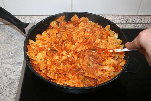 35 - Nudeln & Sauce vermischen / Mix noodles & sauce