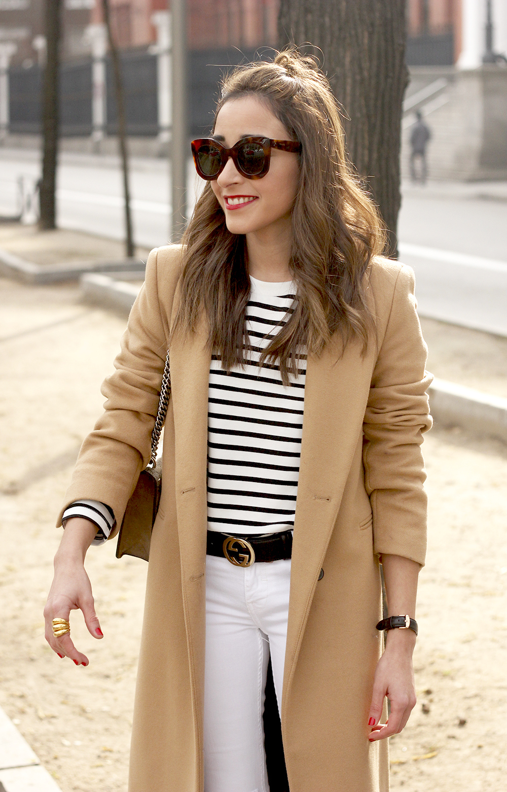 camel coat strieps white ripped jeans black heels uterqüe belt gucci céline sunnies outfit fashion style01