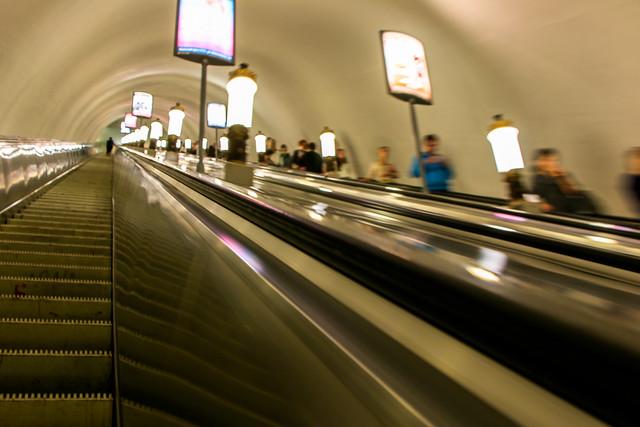 Long escalator of a metro station, Saint Petersburg, Russia サンクトペテルブルク、メトロ駅の長いエスカレーター
