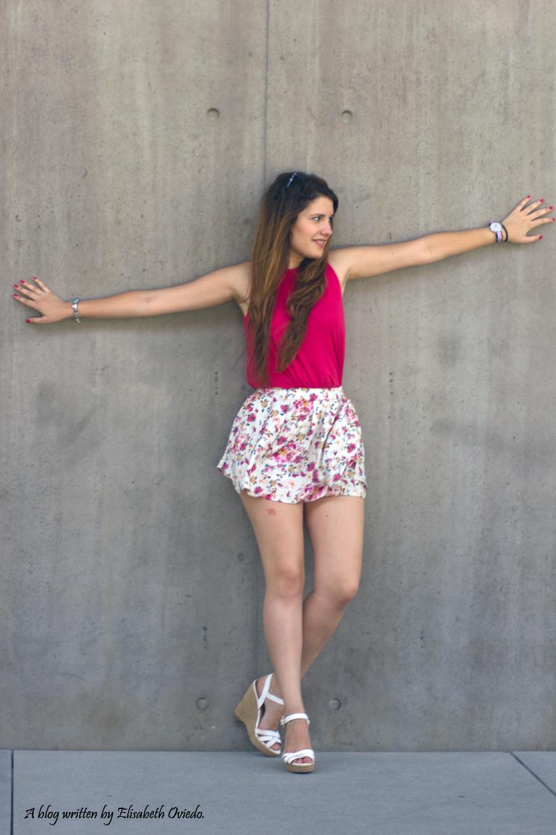Falda-estampado-verano-STRADIVARIUS-HEELSANDROSES-camiseta-rosa-(4)
