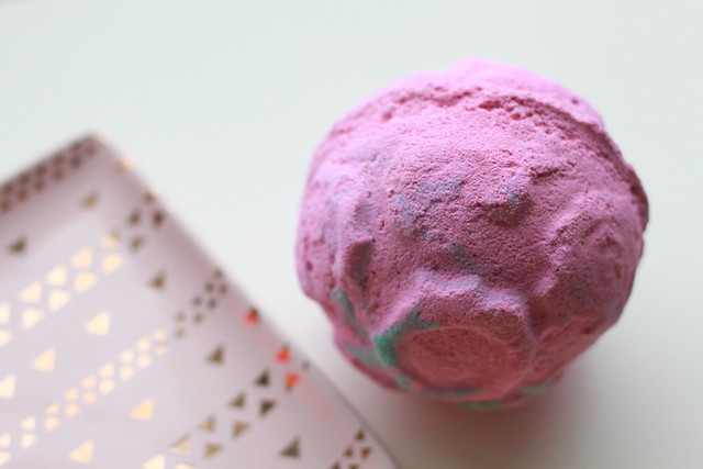 LUSH Valentine's Day 2017 Rose Bombshell review