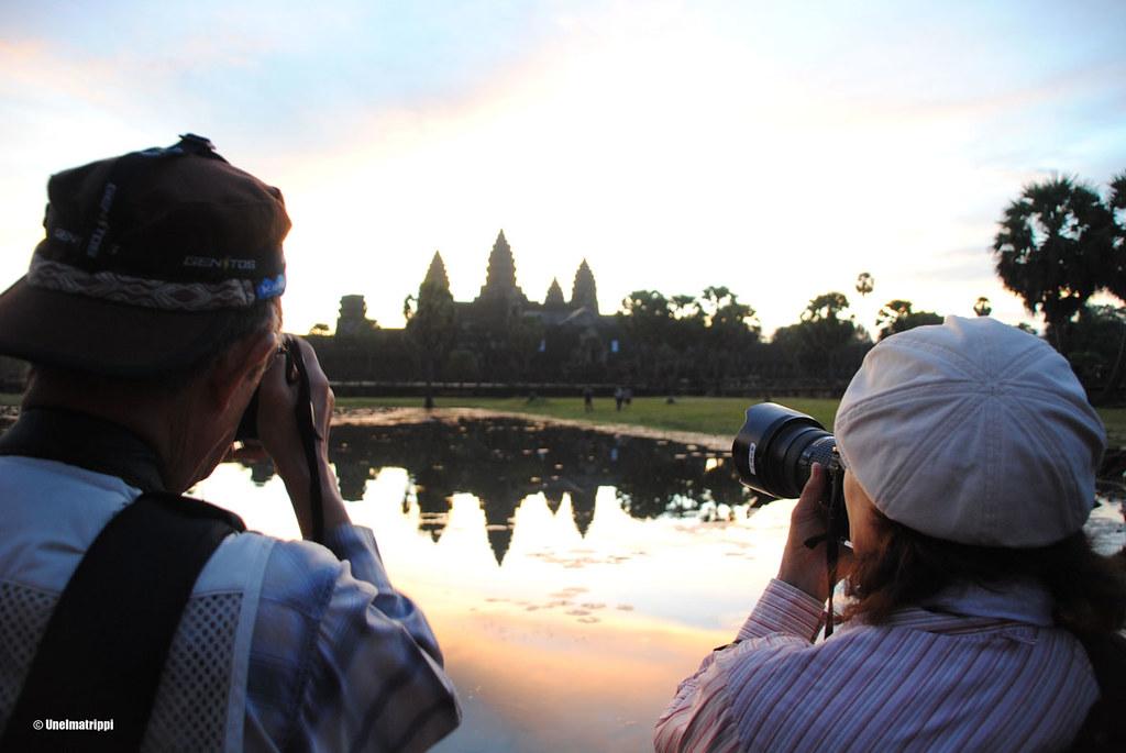 Me ja muut turistit, auringonnousu Angkor Watin temppelillä, Siem Reap, Kambodza