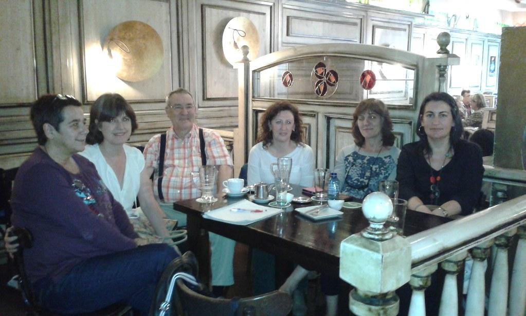 Ezkerretik eskuinera: Espe, Carmen, Iñaki, Teresa, María José eta Ana