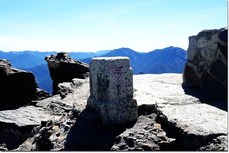 玉山主峰一等三角點(Elev. 3952 m) 3