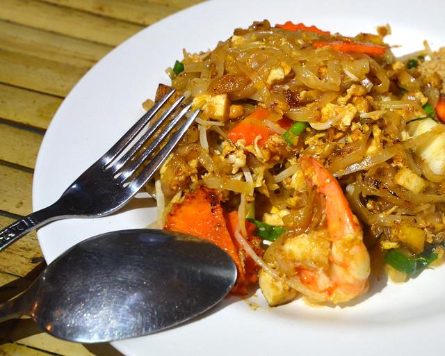 Cocina tailandesa del chiringuito tailandés donde comimós en Ao Nang