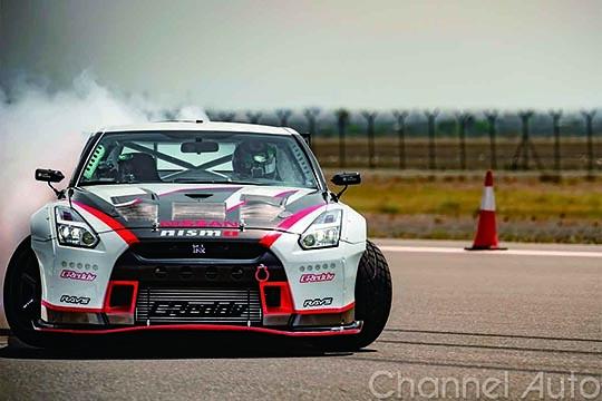 Nissan GT-R obtiene R匚ORD GUINNESS por el drifting m嫳 r嫚id