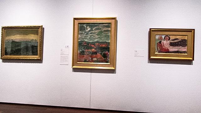 梅原龍三郎《紫禁城》(中央)など中国テーマの3部作の展示