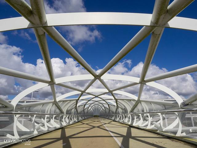De netkous, een moderne brug voor fietsers en voergangers