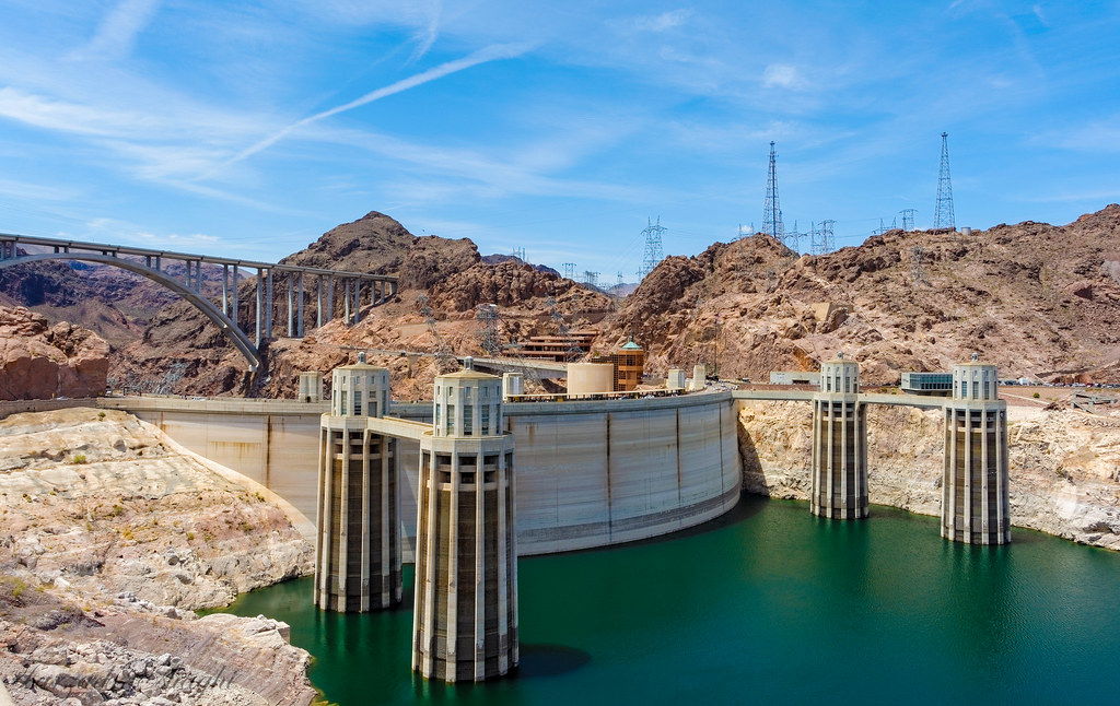 Lake Mead Drops But Hoover Dam Powers On - Circle of Blue |Hoover Dam Water