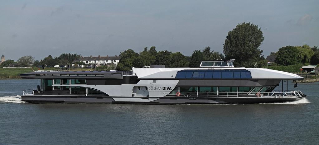 Ocean diva futura partyboat on the lek rhine river - Diva futura video gratis ...
