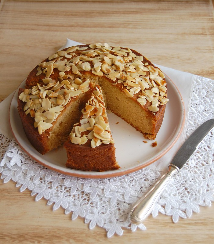 Honey bee cake / Bolo de mel com amêndoas
