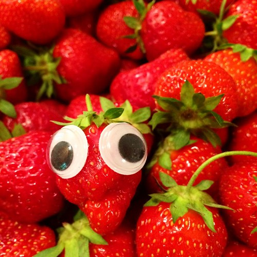 🎶 I always feel like some berry's watching me ... 🎶