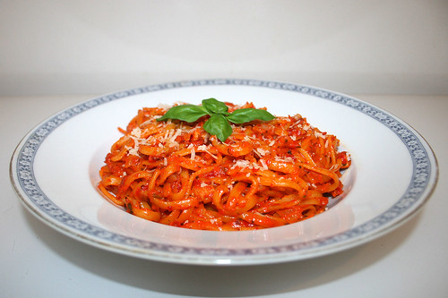38 - Ajvar garlic noodles - Side view / Ajvar-Knoblauch-Nudeln -  Seitenansicht