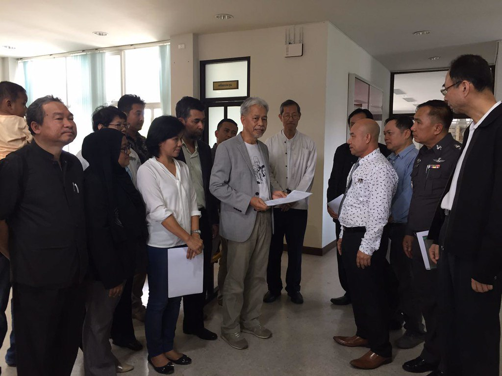 Somchai handed letter to Pattani Province Prosecutor