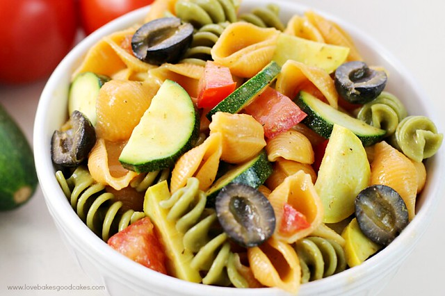 This Summer Veggie Pasta Salad is a great way to sneak more veggies into your family's diet! Plus, it's perfect for summer BBQ's and potlucks since there is no mayo! #RonzoniSummer #Ad #Pmedia