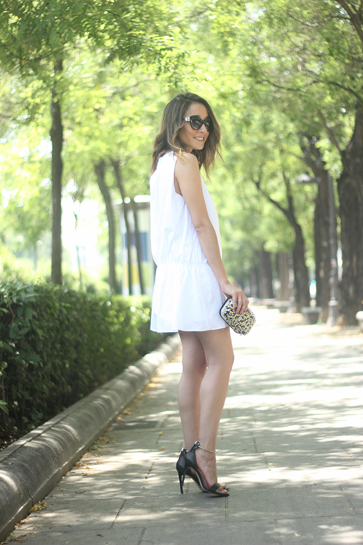 White dress black sandals07