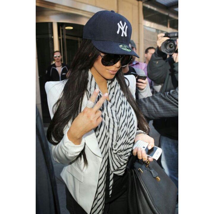 ... netherlands ready stock size s m only kim kardashian wearing ny yankees  new era 39thirty cap . a9ededa5192