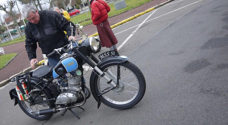 Paul Vallée 125 modèle 1952 - Sainte Geneviève (91) Dec 2016 31490282780_401c867b7c_c