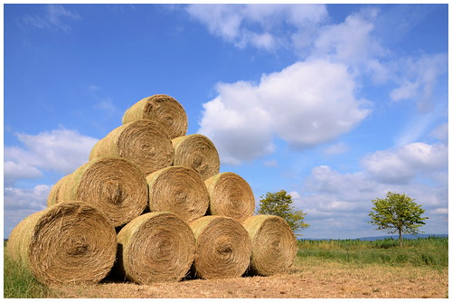 pyramid pyramide bales of straw close to dom ne mechthil flickr. Black Bedroom Furniture Sets. Home Design Ideas