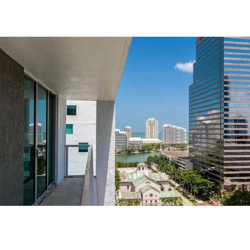 ... Hereu0027s Todayu0027s Downtown Miami View For Sale. Located At 500 Brickell  This Corner
