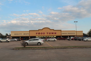Food Town Exterior | by Houston Retail