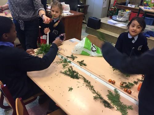1ste leerjaar: Kerststukjes knutselen