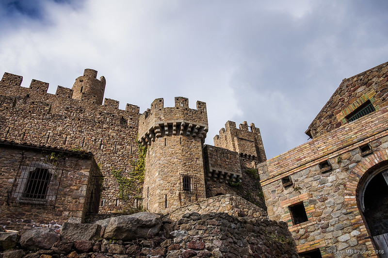Segundo recinto amurallado del Castillo de Requesens