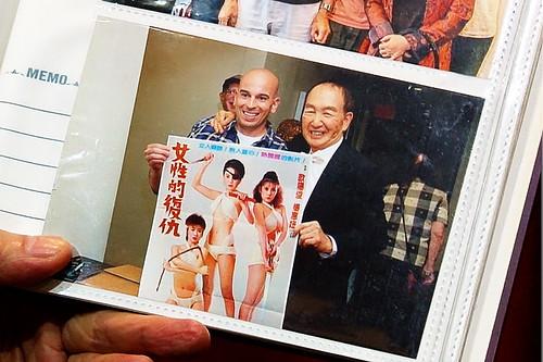 2013年,紐約亞洲影展美國影迷帶著海報請蔡揚名簽名