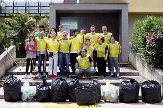 Noicattaro. Volontari puliscono il paese front