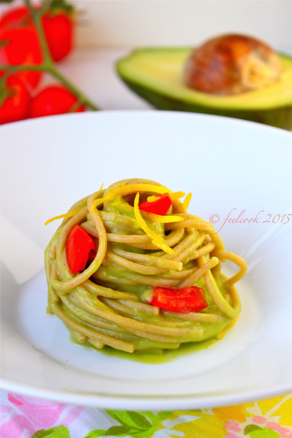 Spaghetti integrali al pesto di avocado