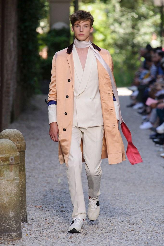SS16 Milan Andrea Pompilio032(fashionising.com)