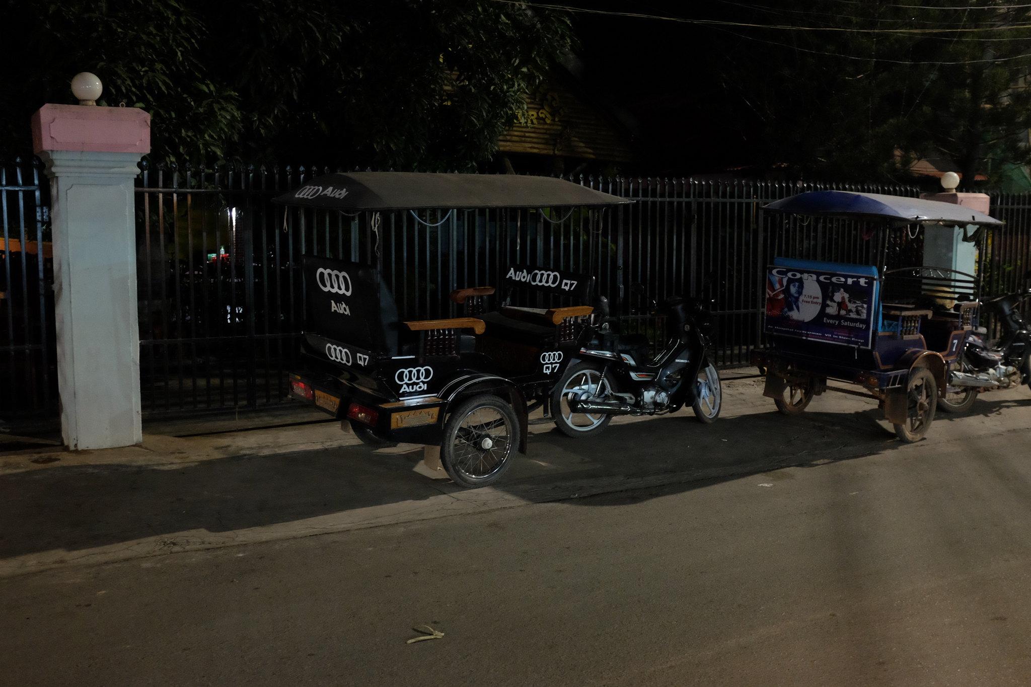 Kambodscha u. a. auf Krücken
