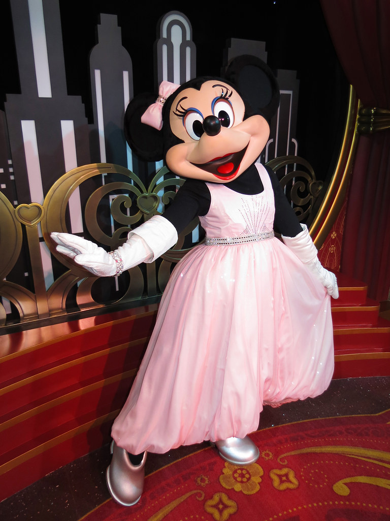 Minnie Mouse Red Carpet Dreams Disney S Hollywood