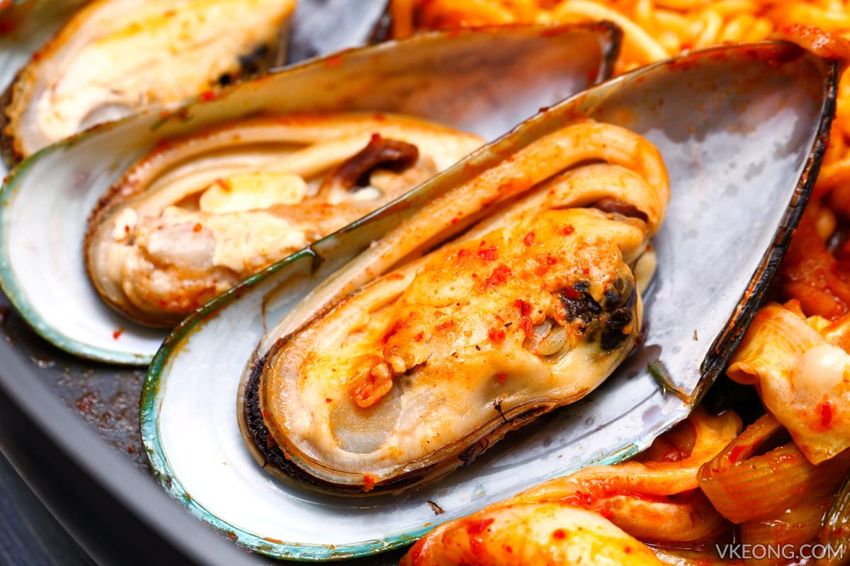 Yoogane Dak Galbi Fresh Mussels