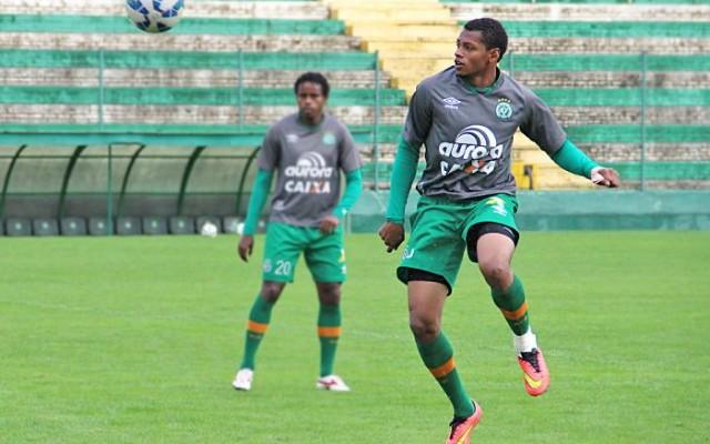De contrato renovado, Dener almeja t�tulo do Catarinense nesta temporada