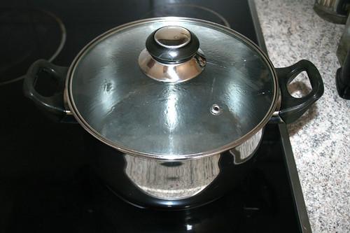 13 - Wasser für Nudeln aufsetzen / Bring water for noodles to a boil