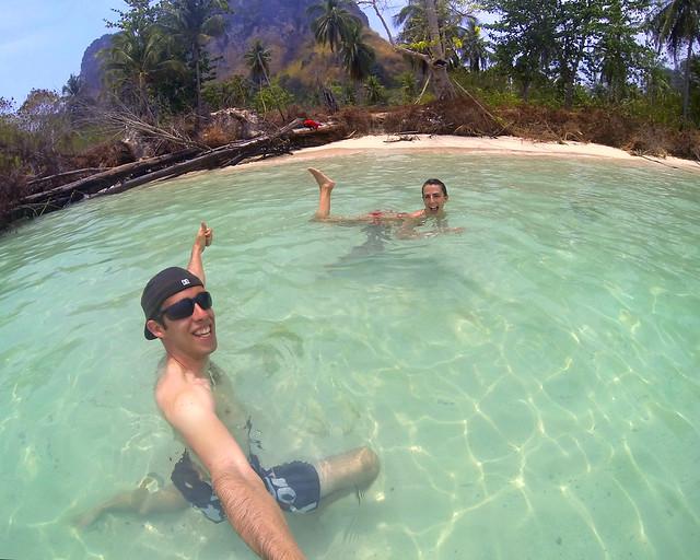 Rinconcito vírgen en la playa de Poda en Tailandia