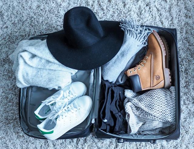 P1141361.jpgPackingSuitcase, matkalaukku, suitcase, pakata, packing, Kööpenhamina, Copenhagen, Europe, Eurooppa, matkat, matkat, travel, travels, ideas, tips ,vinkit, pakkaaminen, vaatteet. asusteet, clothes, accessories, inspiration, miten pakata, viikonloppumatka, a weekend trip, talvi, winter, season, january, tammikuu, shoes, kengät,